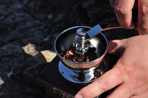 幻のうんこコーヒー『コピ・ルアク』をミルでゴーリゴーリ挽きます